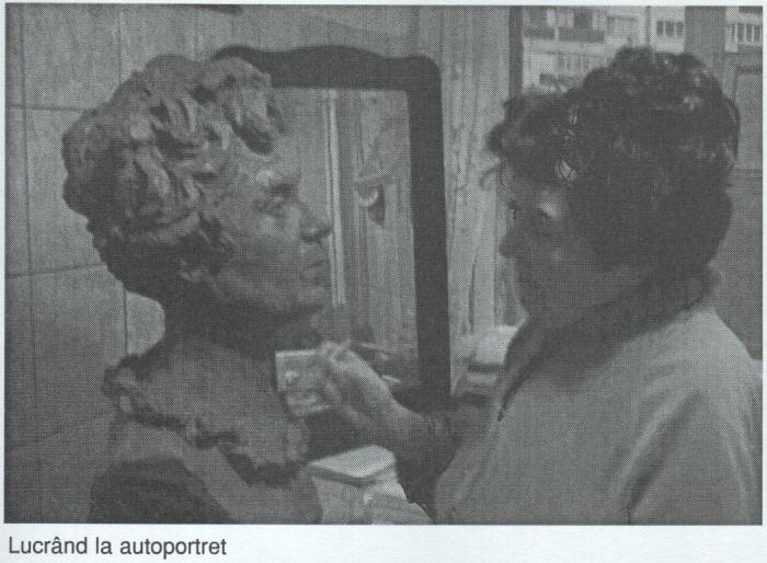 Artista lucrand la autoportret