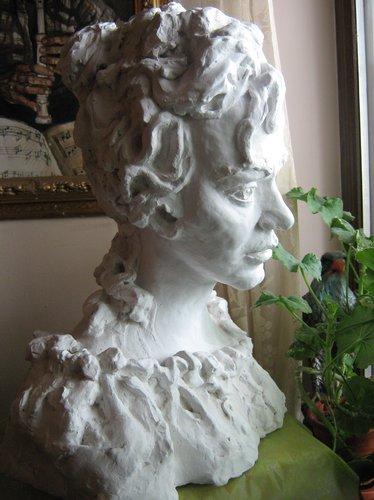 Miruna, sculptura gips, maestra, Violeta, Lecca, Balan, artista